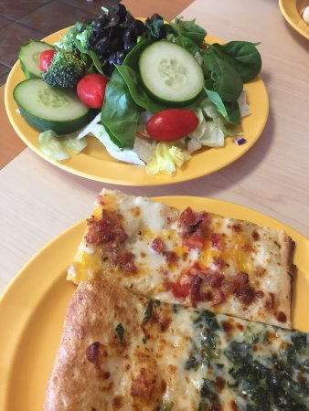 Russellville, AR: Pizza mit Salat