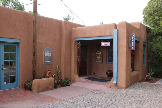 Pueblo Bonito Bed and Breakfast Inn: Office and dining area