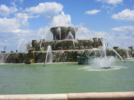 Buckingham Fountain: Making the Fountain Skyline!