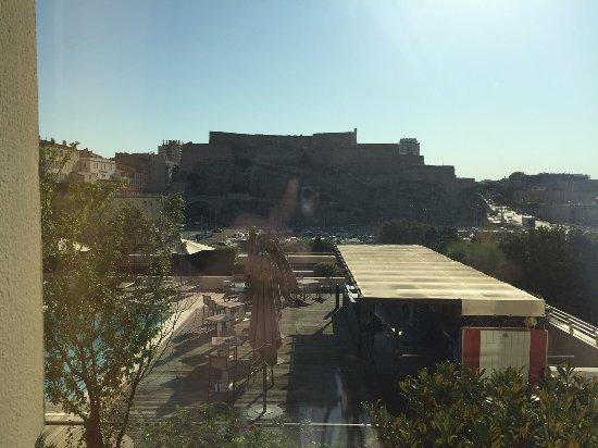 Radisson Blu Hotel, Marseille Vieux Port : Vue Sur La Piscine