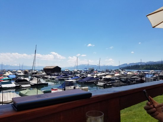 Tahoe City, Kalifornia: Deck view from our table