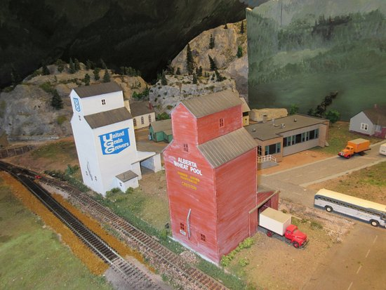 Creston, Canada: Model RR exhibit