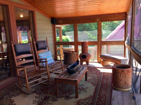 Lost River, Virginia Occidental: Screened porch