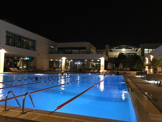 Dasman, Kuwait: Al Corniche Club