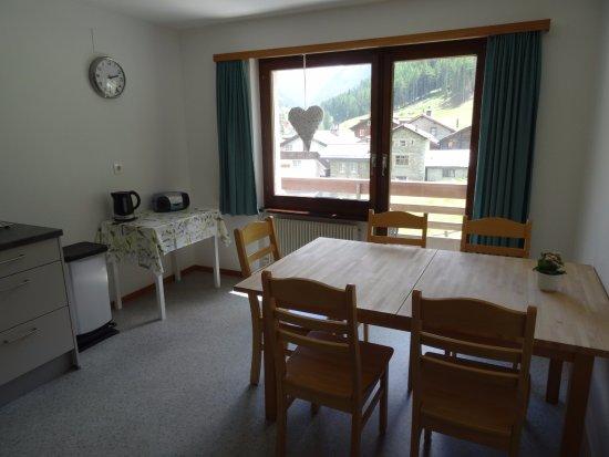 Saas-Grund, Ελβετία: Esstisch Wohnung 5