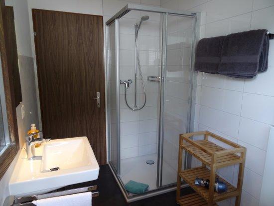 Saas-Grund, Ελβετία: Badezimmer Wohnung 3 & 5