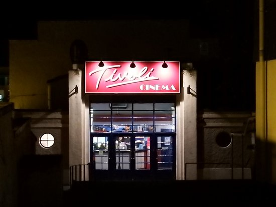 Тивертон, UK: The very retro-looking and wonderful Tivoli cinema in Tiverton