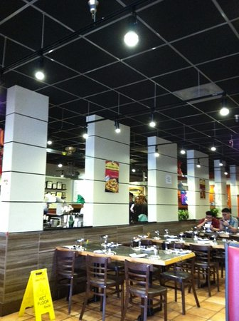 Gaithersburg, MD: Restaurant has cute decor.  On the other side (not visible in pic) is a nice spice bar.