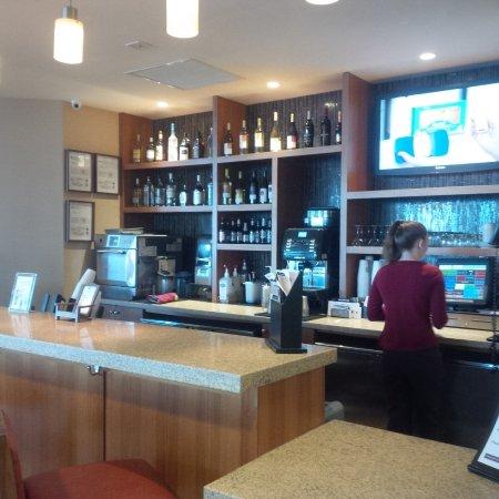 Hyatt Place Daytona Beach - Oceanfront: Inside Bar