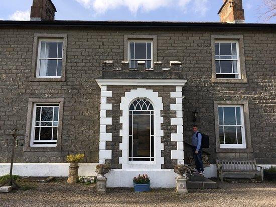 Newbiggin-on-Lune, UK: Brownber Hall Front Entrance