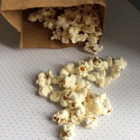 Hickory's Smokehouse: Free popcorn!