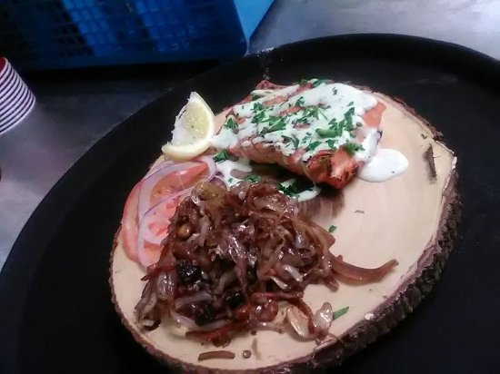 Blaine, WA: Grilled salmon in tarragon green goddess sauce with sauted balsamic cabbage with cashews and cra