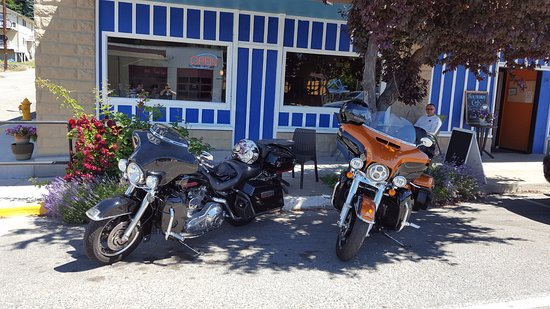 Manson, WA: Cute little patio and parking right out front