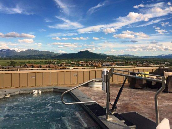 Teton Village, Ουαϊόμινγκ: Outdoor hot tub on top floor overlooking mountains. Very Neat!