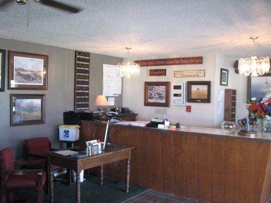 Cherokee Inn: Front Desk