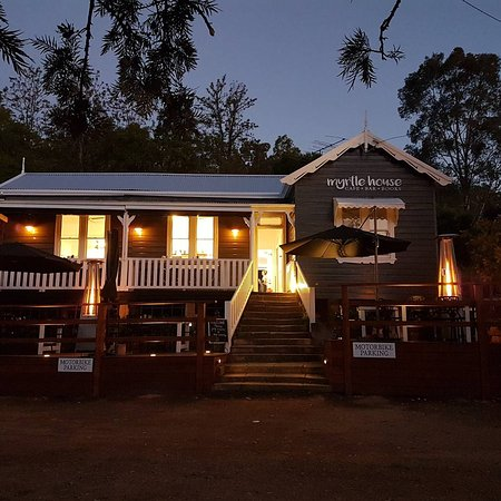 Wollombi, Australia: Myrtle by night