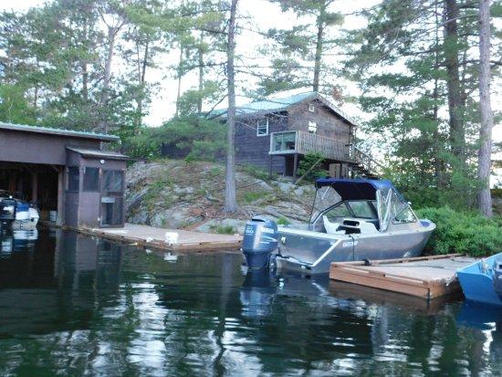 Temagami, Canada: Docks at Loon Lodge