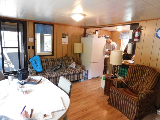 Temagami, Canada: Looc Lodge - Cottage living/kitchen area