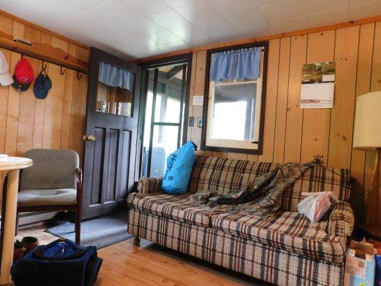 Temagami, Kanada: Loon Lodge - Cottage living room