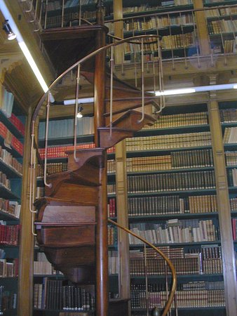 Gray, France: des milliers de livres