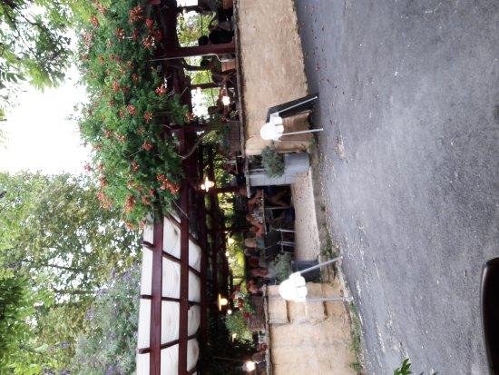 Saint-Leon-sur-Vezere, Frankrike: La terrasse couverte .