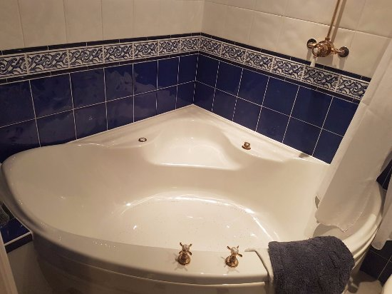 Sea Breeze Bed & Breakfast : Jacuzzi tub in Atlantic room