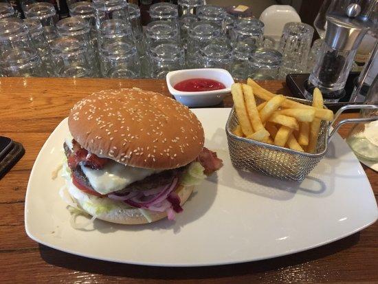 Mövenpick Hotel Stuttgart Airport & Messe: Delicious bar-food