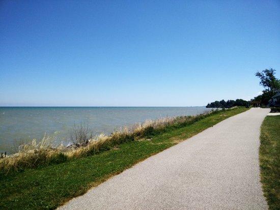 Geneva on the Lake, OH: Trail along Lake