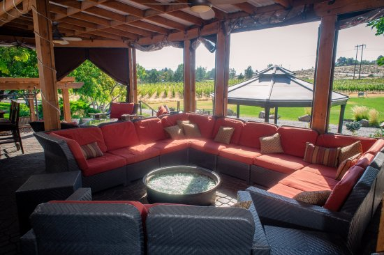 Richland, WA: Great dining spaces and a relaxed atmosphere to enjoy great food and wine.