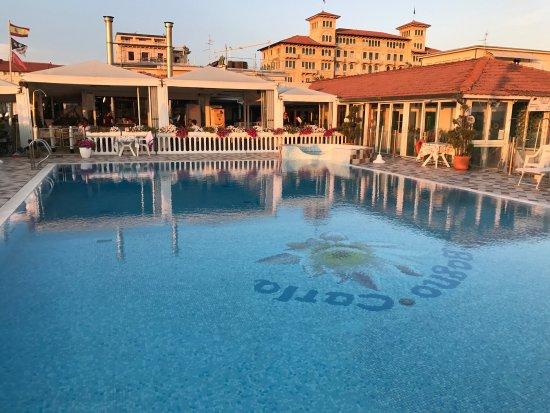 Piscina fronte mare bagno carla tripadvisor - Bagno carla viareggio ...