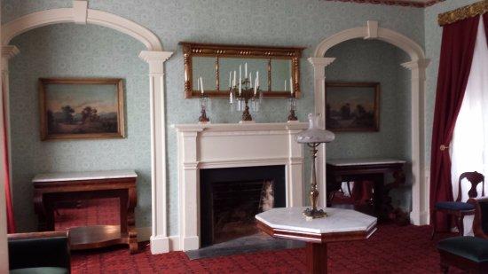 Lynchburg, Вирджиния: the formal parlor- used as Union headquarters
