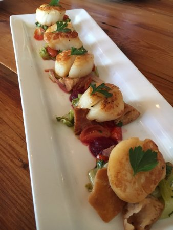 Horsham, PA: Pan Seared Diver Scallops