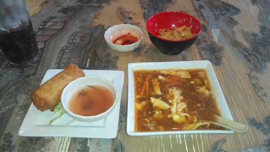 Clayton, Βόρεια Καρολίνα: Hot and Sour Soup and Egg Roll