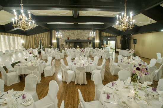 The Brule Ballroom Is The Perfect Place To Hold A Large Wedding