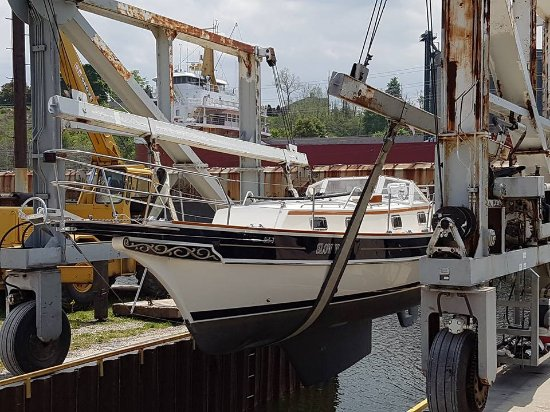 Goderich, Canada: Need your boat launched or hauled out of the water? We can help!