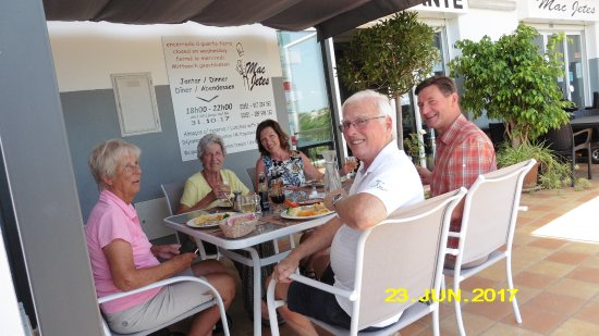Bordeira, Portugal: Lunch with family and friends
