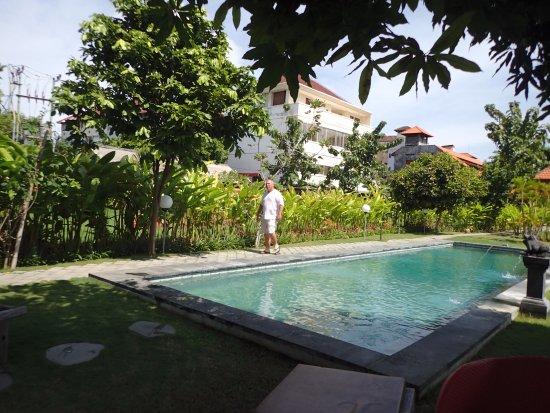 Si Doi Hotel: the public pool