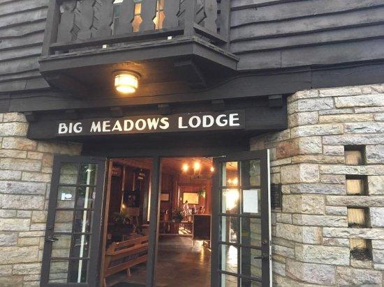 Big Meadows Lodge Dining: Cool exterior