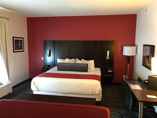 Best Western Premier C Hotel By Carmen's: King bed