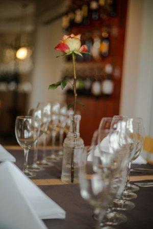 Restaurant Schwarzbrünneli: Blumen machen jeden Tisch zur Oase.
