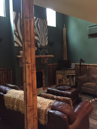 Landers House: Main room