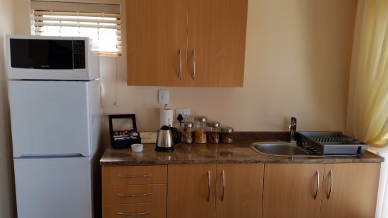 Aquamarine Guest House: Self Catering kitchenette