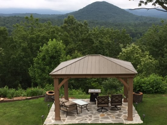 Sautee Nacoochee, GA: New sitting area to relax and absorb the spectacular scenery....