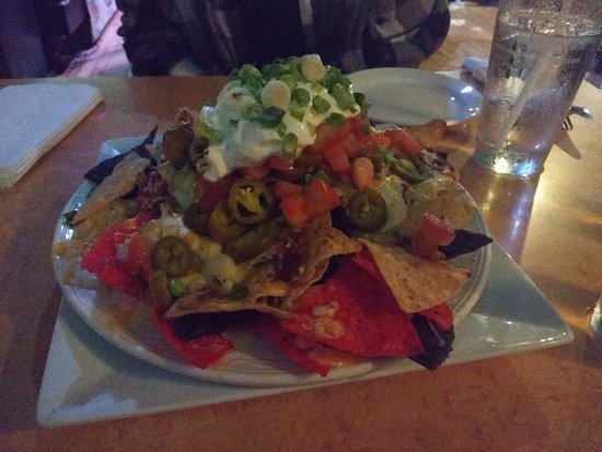 Taps On Queen Brewhouse and Grill: GIANT NACHOS!!!!