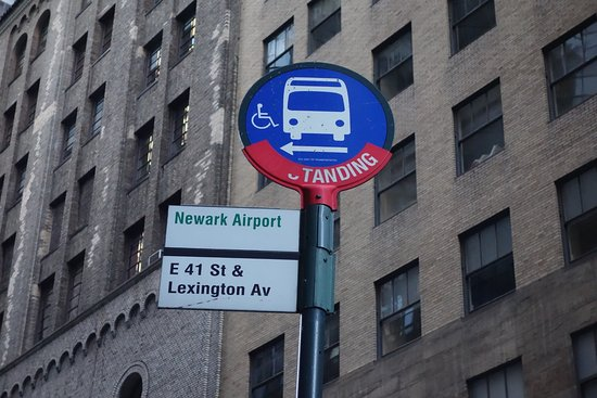 Newark Liberty Airport Express: newark airport express busstop ニューアークエクスプレスバスの「グランドセントラル駅」のバス停 E41ST,一本下におりたレキシントンアベニューの通りにあります。