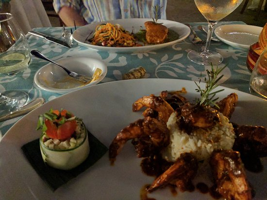 Casa del Mar Golf Resort & Spa: The Spicy Shrimp and Fresh Sea Bass were our favorites