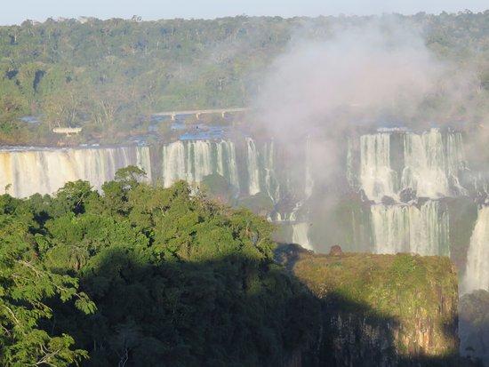 Belmond Hotel das Cataratas: Iguassu river, Hotel front view