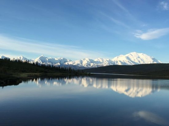 Kantishna Roadhouse: Denali and the Alaska Range as seen at Wonder Lake with no clouds on our bus trip out of the par