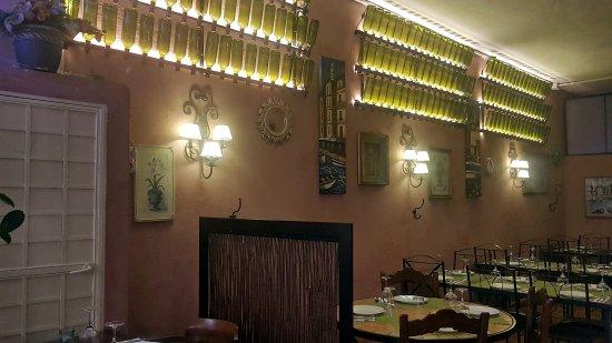 Granadilla de Abona, Spain: nueva iluminación en el comedor (para ver lo que se come)