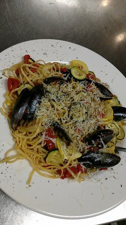 Landrum, Carolina del Sur: Summer Vegetable and Seafood Pasta